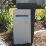Rendered style pillar letterbox